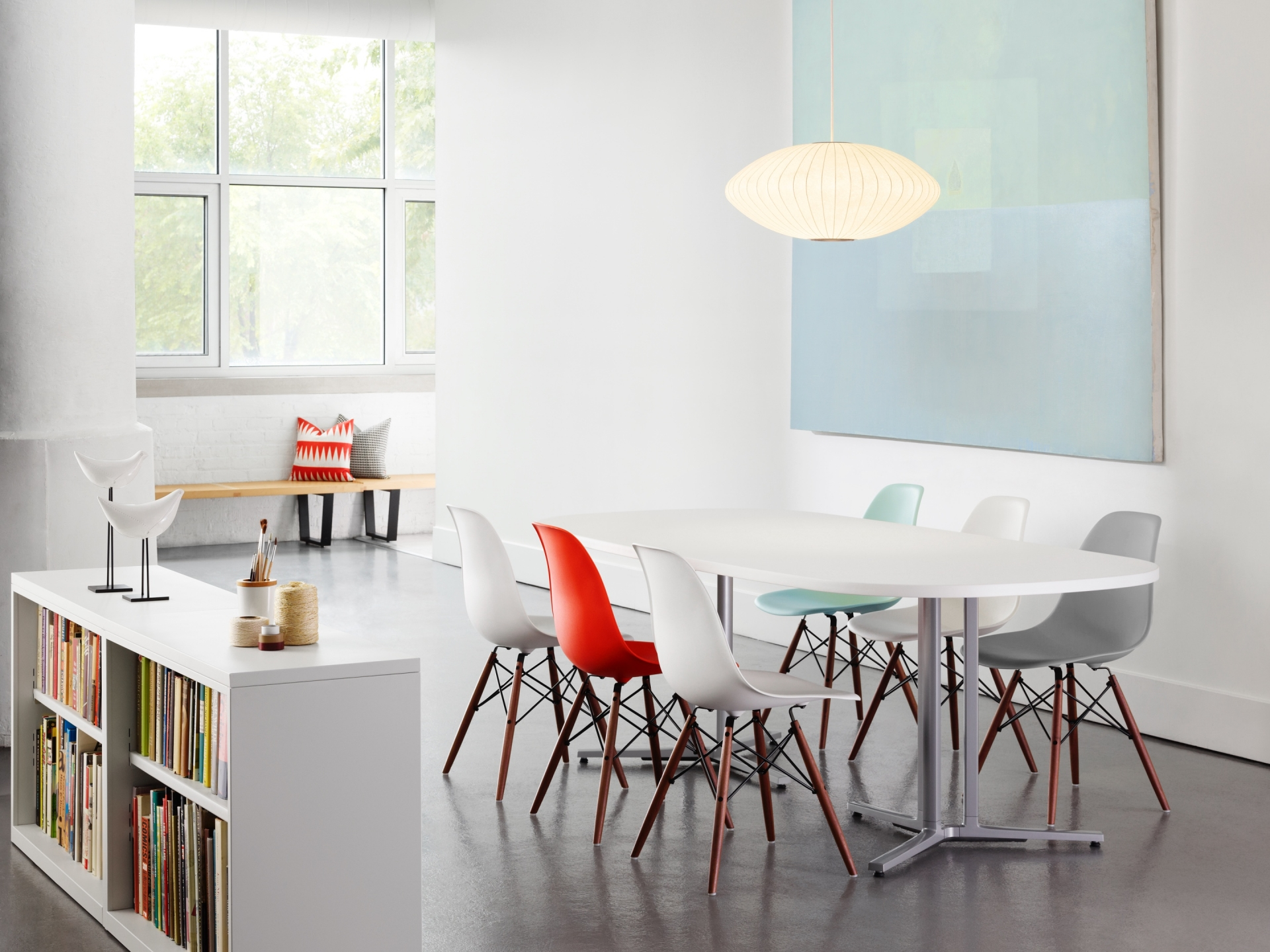 Eames Plastic Side Chair DSW ambiance 3