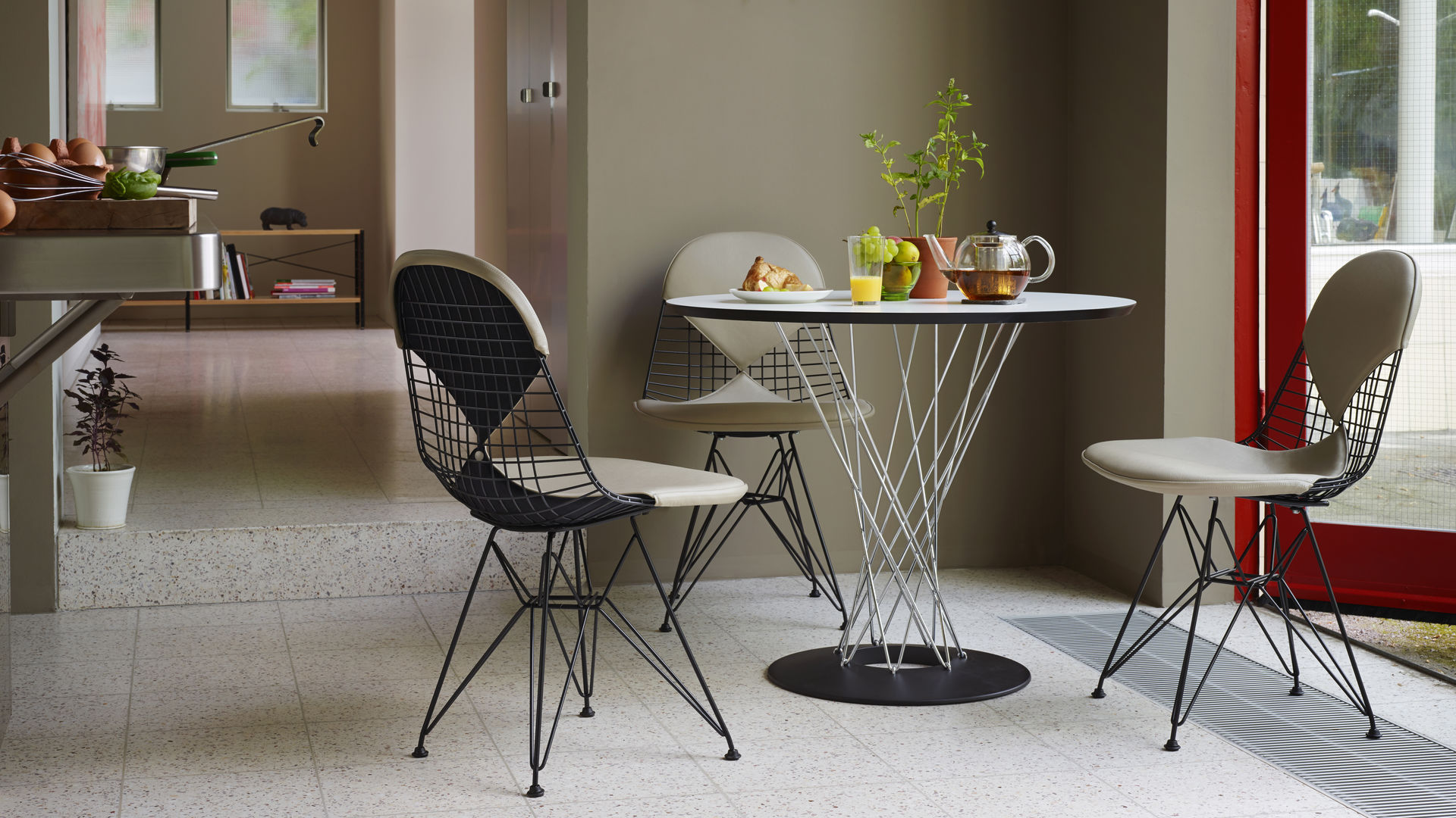 Wire Chair DKR ambiance 4